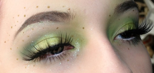 I used the 2 green shades from the palette for this look.